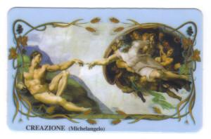 """Santino moderno in plastica con la riproduzione della """"Creazione"""" di Michelangelo."""