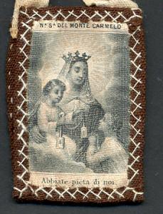 Uno scapolare della Madonna del Carmelo. Collezione privata Rosina Llagaria Vidal