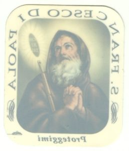 Un santino adesivo con l'immagine di San Francesco di Paola